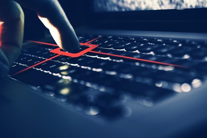 Bir keylogger saldırısı altında bir klavye