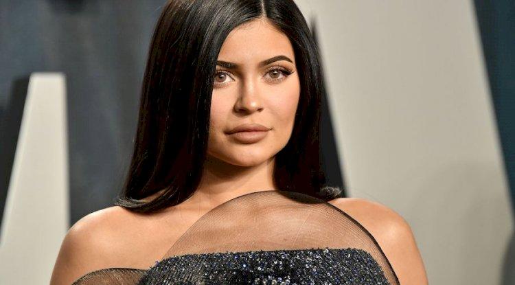Kylie Jenner - 1 Milyar Dolar |  Dünyadaki En Genç 8 Milyarder 2020